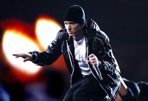 Eminem compie 40 anni, ecco il regalo dei fans!