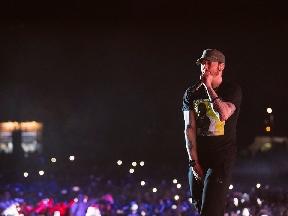 Revival di Eminem raggiunge il traguardo del milione di vendite Worldwide